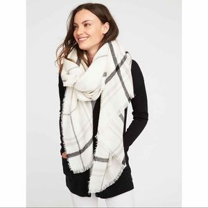 Old Navy black and white flannel blanket scarf